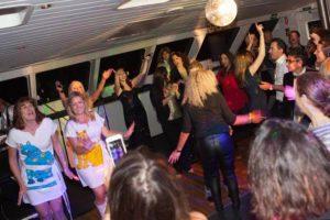 harbourside-cruises-passengers-dancing