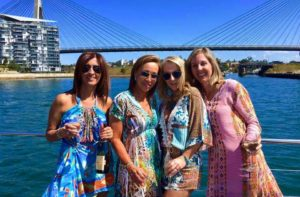 harbourside-cruises-friends-on-front-deck